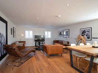 44955 Apartment situated in Tetbury