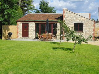 CHELA Barn situated in Bath (11mls S)
