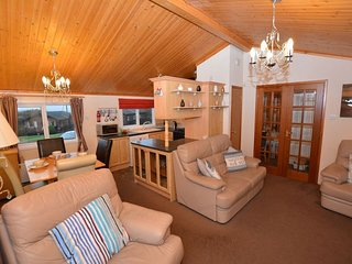 41222 Log Cabin situated in Polperro