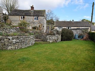 PK932 Cottage situated in Ashford in the Water