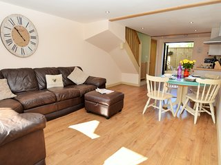 40772 Cottage situated in Lyme Regis (8mls N)