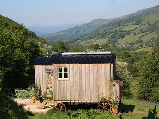42846 Log Cabin situated in Crickhowell (2mls NE)