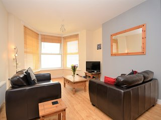42765 Apartment situated in Pwllheli