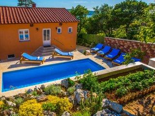 Sea view villa with pool for rent, Crikvenica
