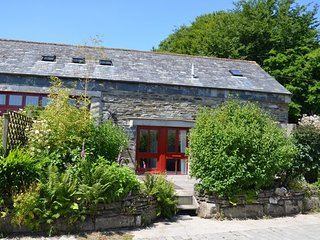 DAVLI Barn situated in Boscastle (4.5mls E)