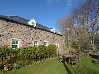57861 Cottage situated in Kelso (5mls SW)