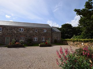 COPPE Barn situated in St Ives (6mls SE)