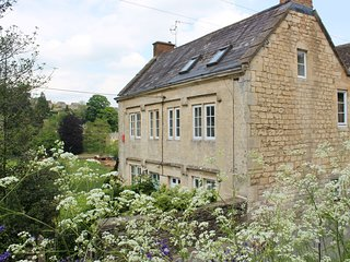 43698 Cottage situated in Stroud (3.5mls S)