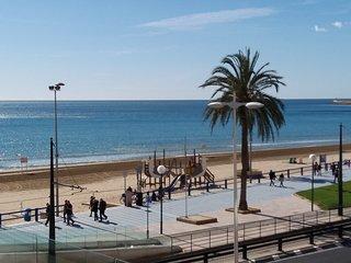 Amplio apartamento de 4 dormitorios y 2 baños sobre el mar Mediterraneo