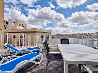 Seaviews Duplex 3-bedroom Sliema Penthouse