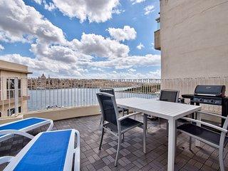 Impressive Seaviews Duplex 3-bedroom Penthouse