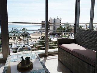 Amplio apartamento de 4 dormitorios y 2 banos sobre el mar Mediterraneo