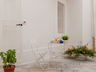 Maiolica Studio: independent studio apartment in Monopoli's old town