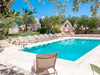 Trulli Chianca Bianca: Luxury complex of Trulli with pool