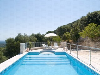 Trulli Elleysi: characteristics trulli for rent in puglia with sea view