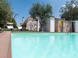 Trulli Paretano: Trulli with Pool ideal for Families