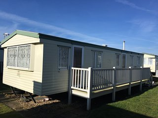 Pet Friendly Caravan Holiday Letting - Caravan 1