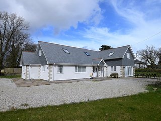 46489 House situated in Newquay (5mls S)