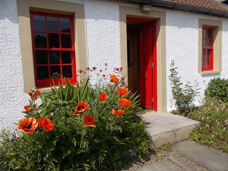 FF227 Cottage situated in Culross (1ml)