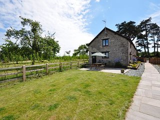 KNRIV Barn situated in Taunton (5mls E)