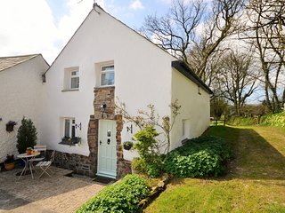 DIPPL Cottage situated in Bucks Mills (4mls S)