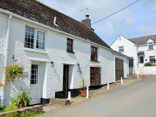 36591 House situated in Looe (5mls SE)