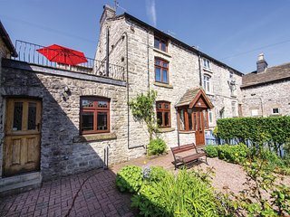 PK795 Cottage situated in Tideswell