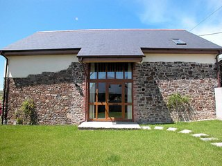 BARLE Barn situated in Barnstaple (4mls)