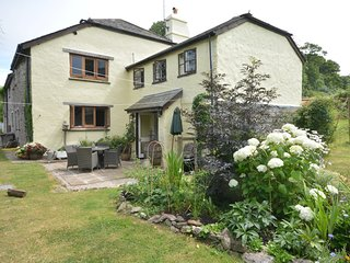 STOOP Cottage situated in Totnes (3mls N)