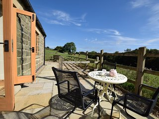 PK744 Cottage situated in Eyam