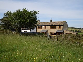 51669 Cottage situated in Haworth (6mls SE)