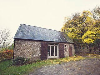 48085 Barn situated in Crickhowell (3mls NE)