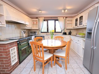 43642 House situated in Tenby (1.5mls N)