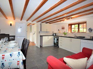 49854 Cottage situated in Aberaeron (2mls SW)