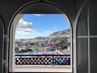 3bed Apt. with town & sea views close to Tívoli