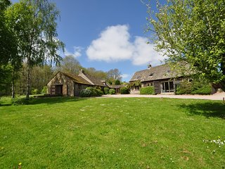 51006 House situated in Hay-on-Wye (2.5mls NW)