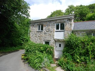 SYBAR Cottage situated in Fowey (6mls NW)