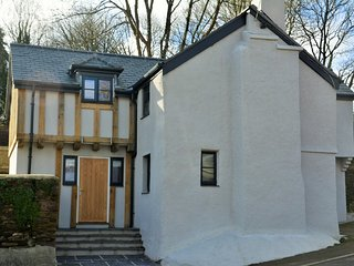 56292 Cottage situated in Whitsand Bay (1.5mls NE)
