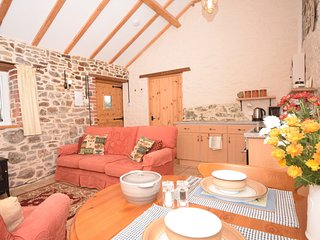 HEDGE Barn situated in Bideford (9mls S)