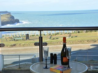41332 Apartment situated in Newquay