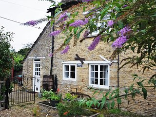 40194 Cottage situated in Lechlade (4mls NE)