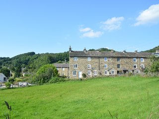 PK812 Cottage situated in Eyam