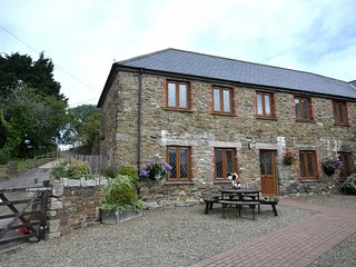 37345 Cottage situated in Looe (1.5mls NE)