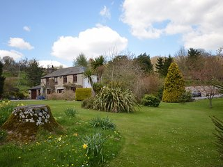 ULLAC Cottage situated in Bovey Tracey (2mls W)