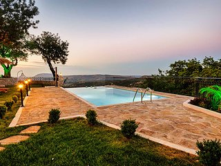 Totally private, luxurus Villa Nicol 6bd 5bth sleeps 14