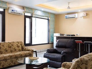 Reunion In Delhi-Spacious Family Lounge-2 Large Bedroom Defence Colony-8 Persons