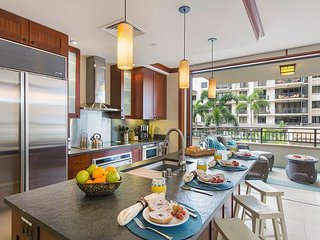 #O-222: Poolside Luxury Villa, 3BD, 3BA, Spacious, Wifi, Short Walk to Beach!