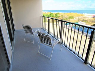 St. Tropez 3 Bedroom Condo with Ocean Views!