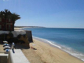 Spacious apt with sea view