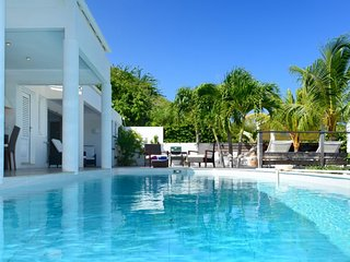 Villa Escapade  GREAT REVIEWS Fully Serviced Book Now and Save